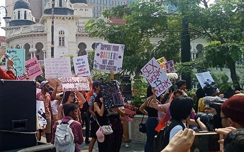 Polis panggil penganjur himpunan disertai LGBT beri