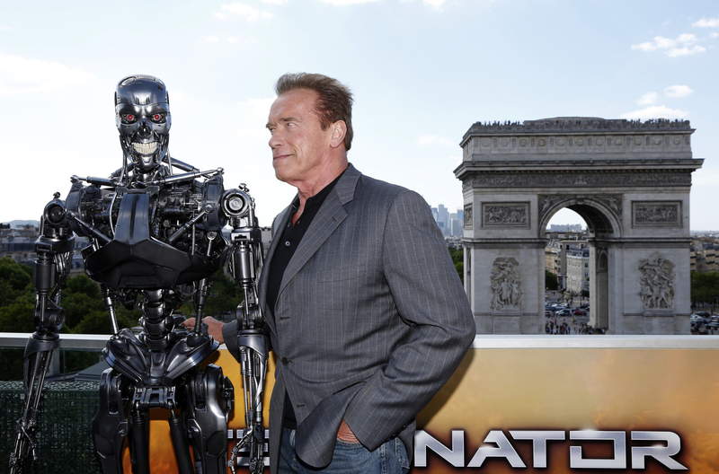 New Terminator: Dark Fate Images Show Schwarzenegger, Linda Hamilton And More