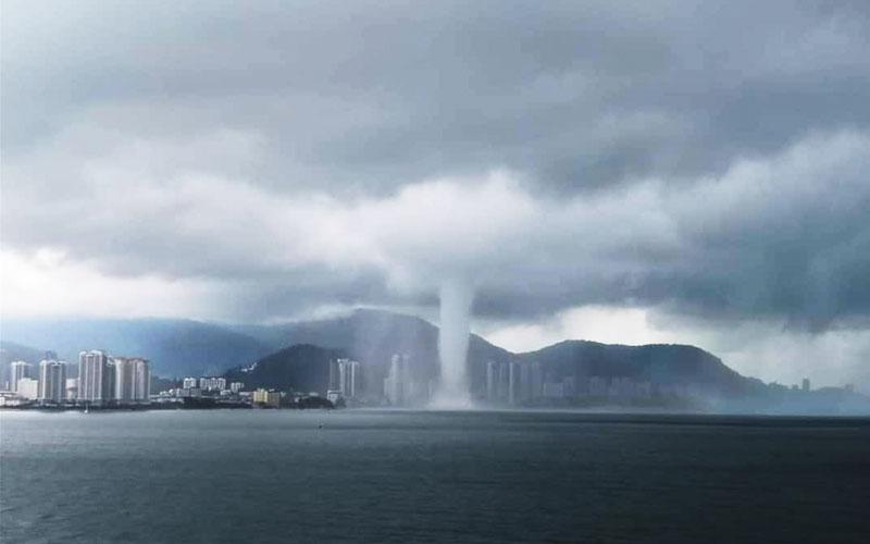 Tornado-like Waterspout Accompanies Welcome Rain In Penang