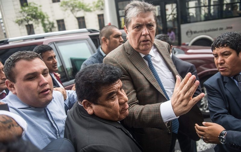 Peru's ex-president 'shoots himself as police arrive to arrest him'