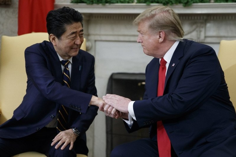 Abe, Trudeau extol Pacific trade pact without US