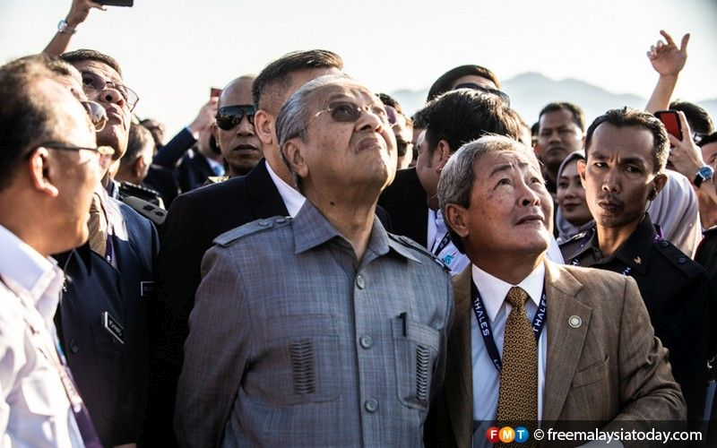 Dr Mahathir Mohamad watches an aero show in conjunction with the opening of LIMA'19.