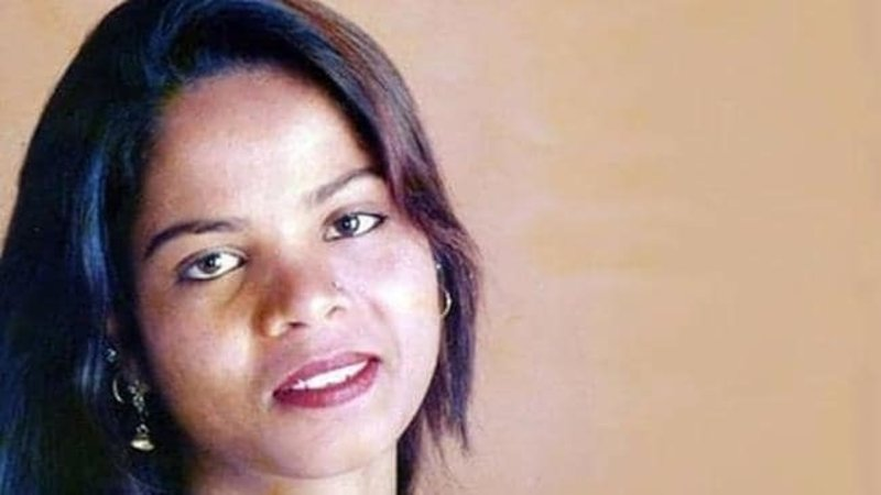 Asia Bibi: Christian finally leaves Pakistan after blasphemy acquittal