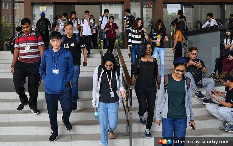 Wakil pelajar gesa kementerian kaji semula bayaran penuh yuran IPT