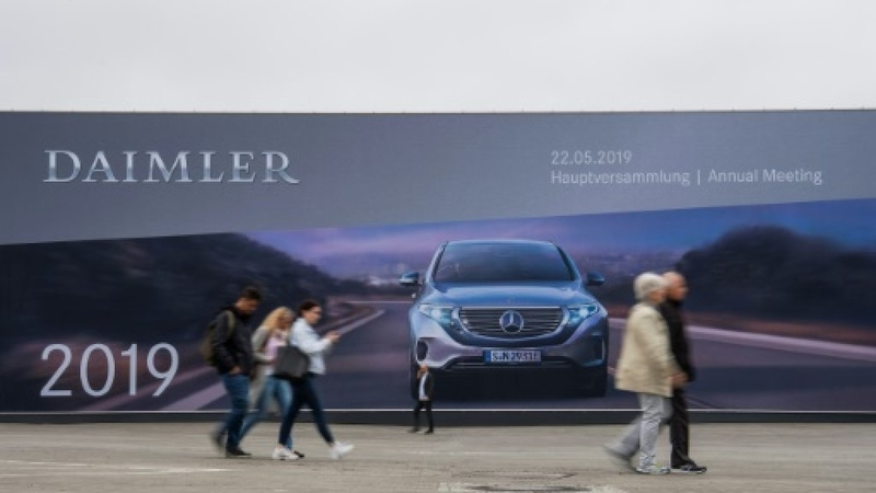 Daimler forced to recall more Mercedes cars in emissions cheat probe