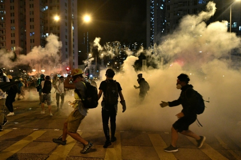 HK police fire tear gas at protesters in tourist district | Free