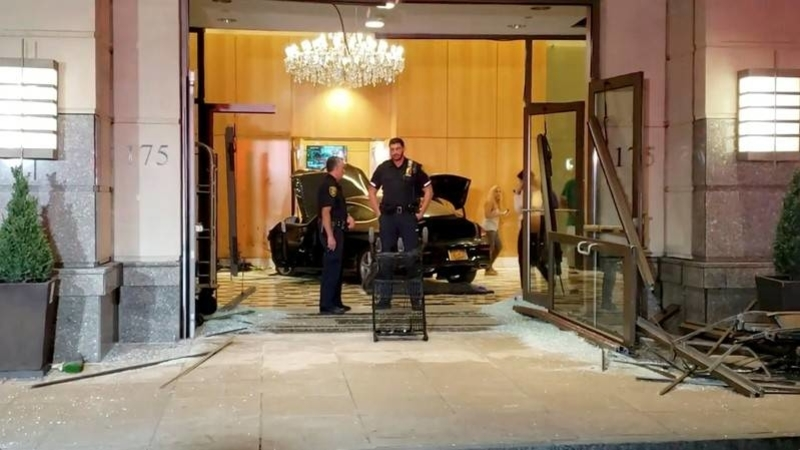Auto  plows into lobby of Trump Plaza condominium complex