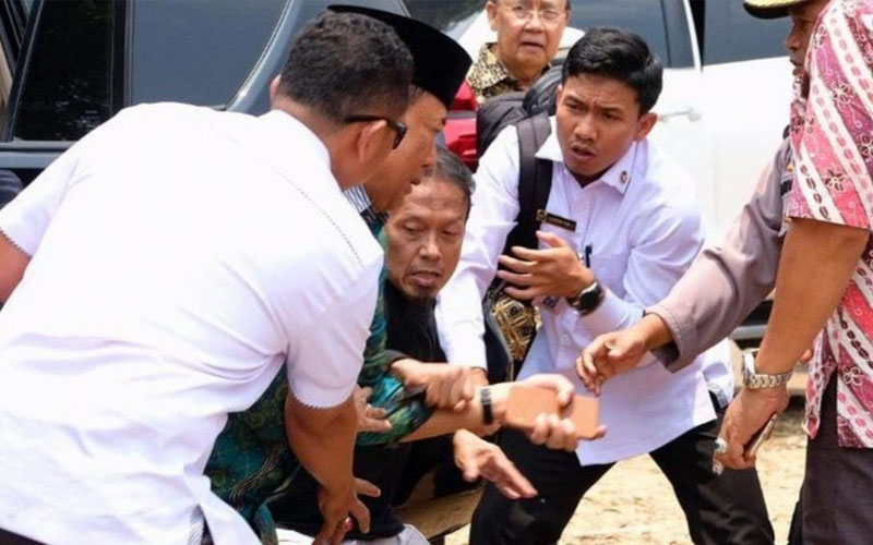 ISIS fanatic stabs Indonesia's chief security minister