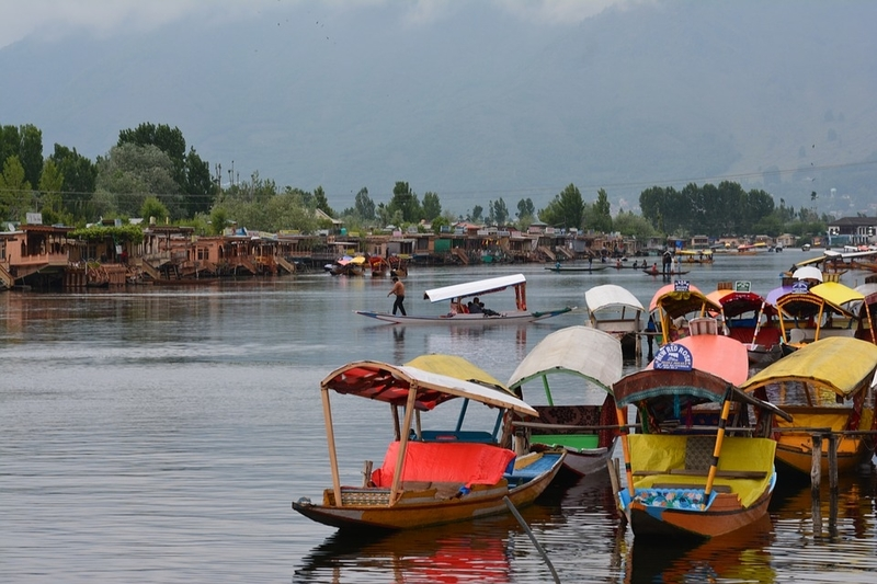Tourists welcome in Kashmir from October 10, Governor recalls security order