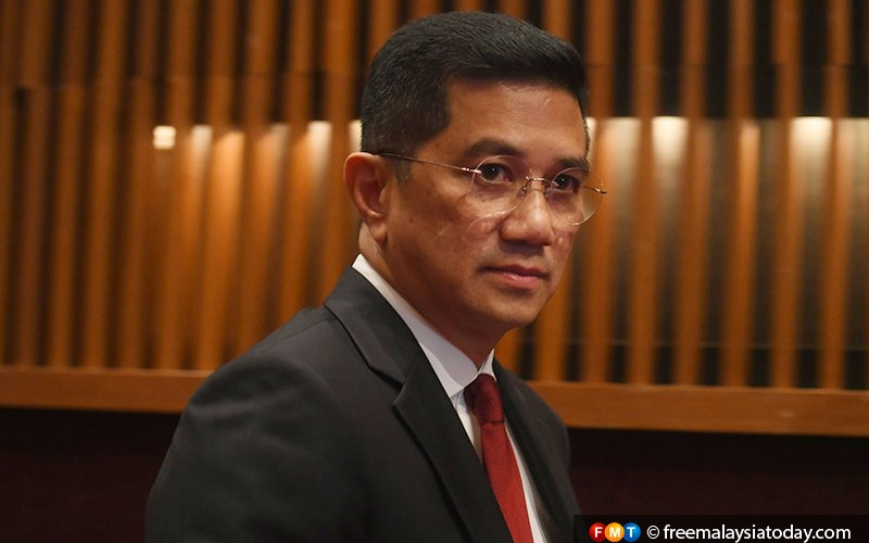 Azmin points to Anwar link in travel agency suit against him
