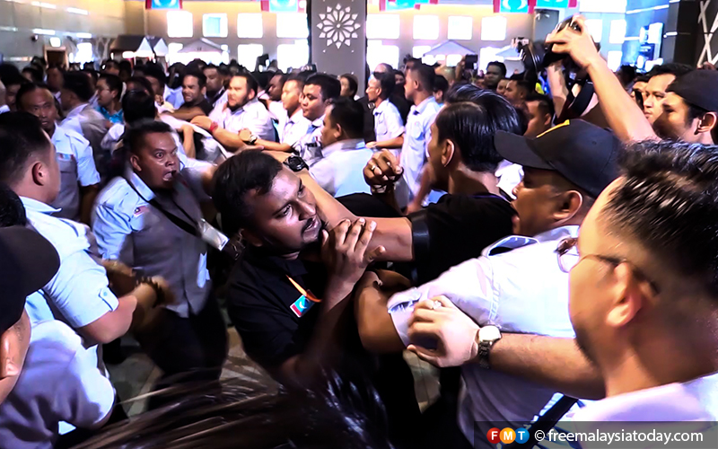 It's pandemonium at the PKR congress at the Melaka International Trade Centre in Ayer Keroh, Melaka, as rival factions openly quarrel.