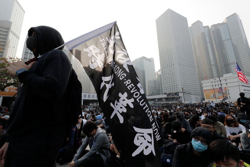 Clashes Between Protesters, Police Officers Mark Christmas Eve in Hong Kong