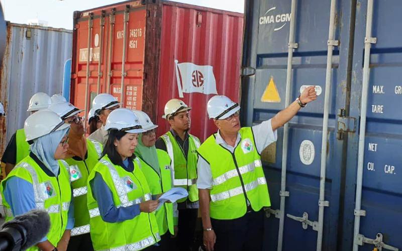 Malaysia ships back