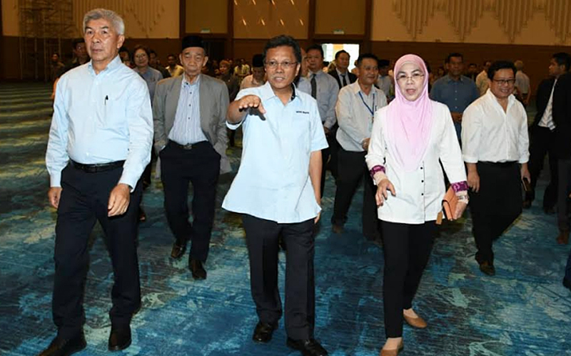 Decision To Drop Sabah Migrants Pass Not Due To Pressure Says Shafie Apdal Free Malaysia Today Fmt