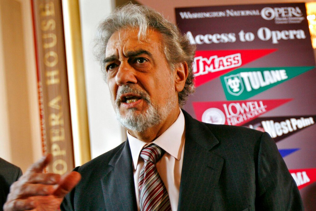 Spanish opera star Placido Domingo apologises over sexual harassment