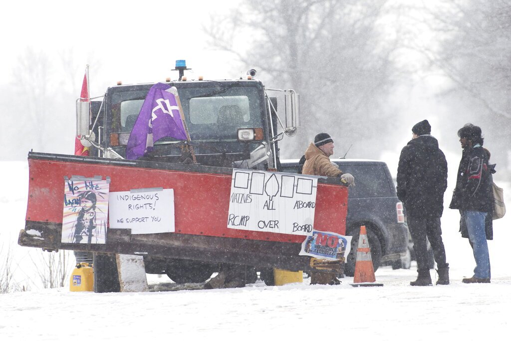 Wet'suwet'en supporters briefly block downtown traffic