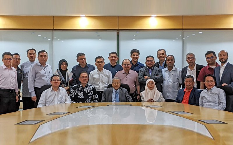 Dr M releases list of 114 MPs backing him | Free Malaysia Today