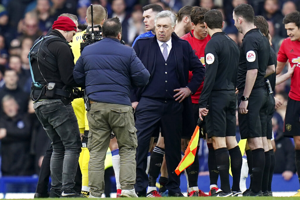 'I did not disrespect referee,' says Everton's Carlo Ancelotti over red card