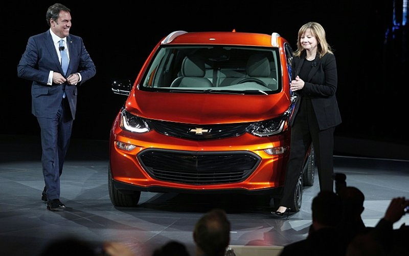GM unveils long-range battery to power its electric cars ...
