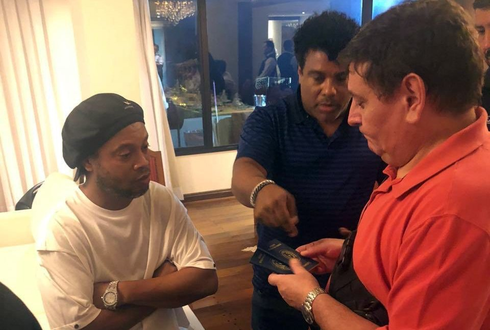 Ronaldinho cited in Paraguay over altered passports