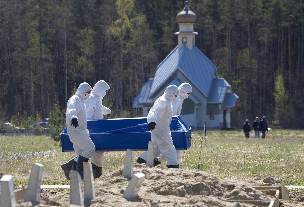 Russia's Putin orders gradual easing of coronavirus lockdown despite surge in cases