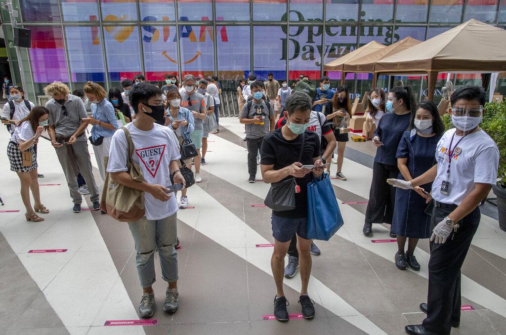 Long lines outside Thai malls that reopen after virus shutdown