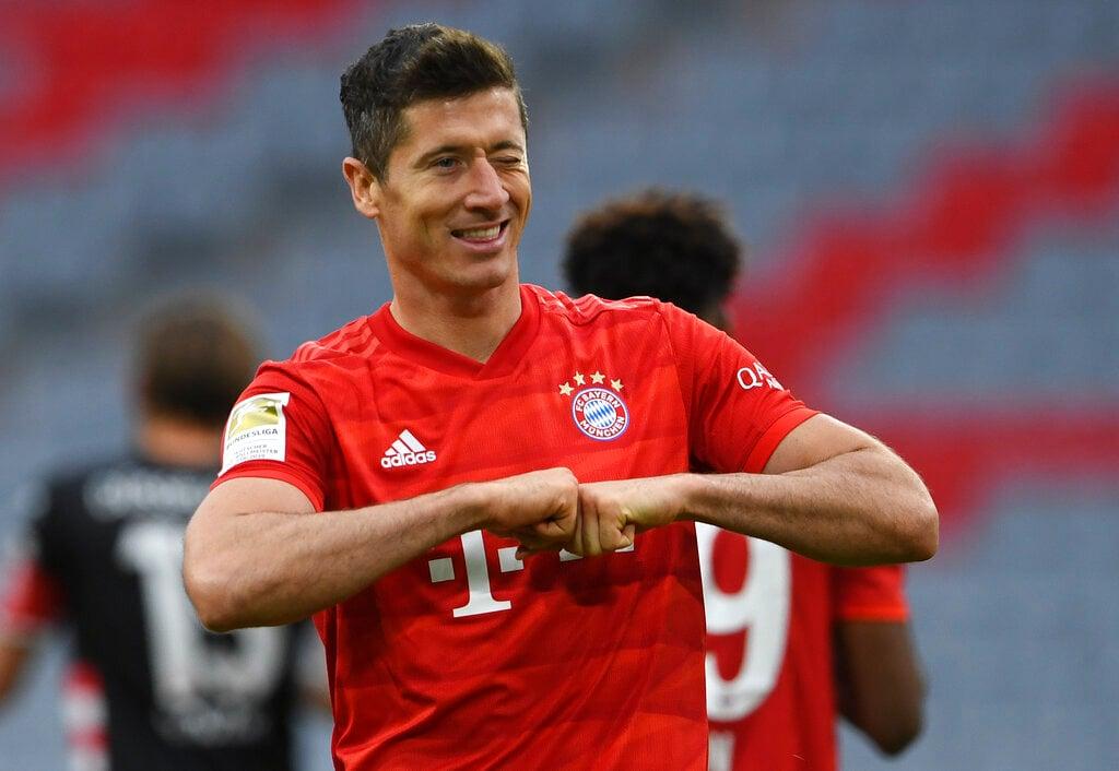 Lewandowski Breaks Scoring Record In Bayern Thumping