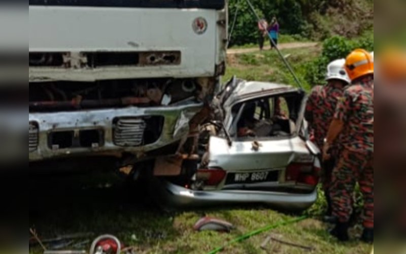 4 killed in car-lorry crash near Pekan