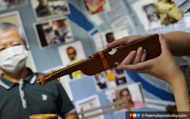 Wooden rubber gun pic