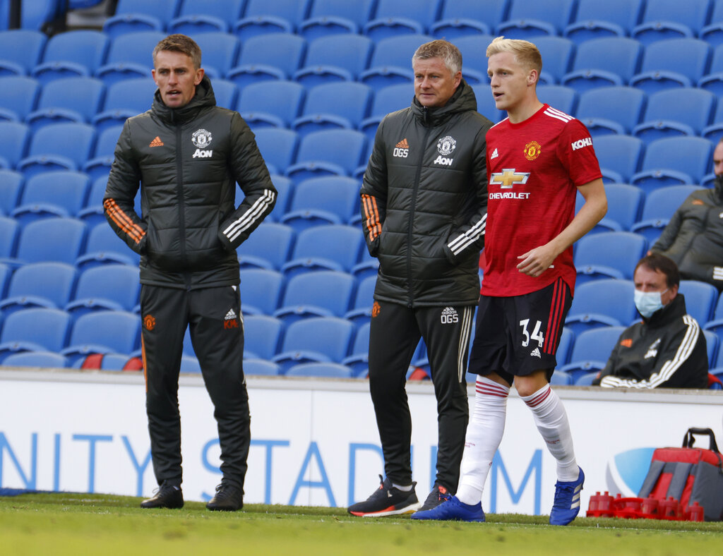 Van Basten laments 'shocking' lack of games for van de Beek at Man Utd