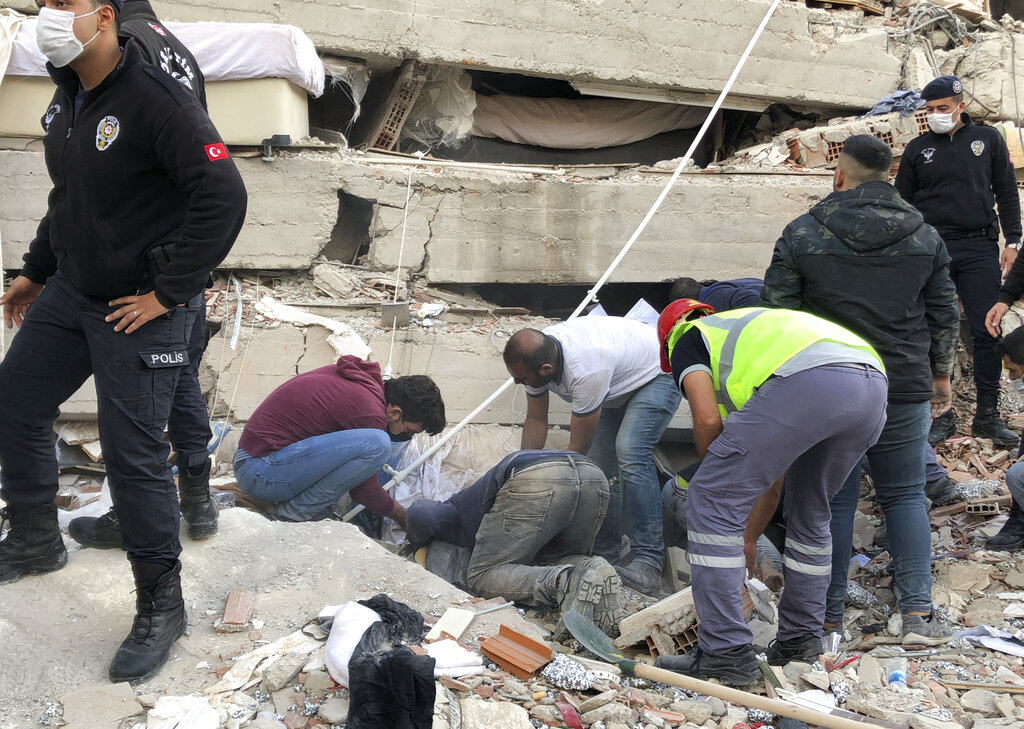 Powerful quake in Turkey and Greece kills 6, levels buildings