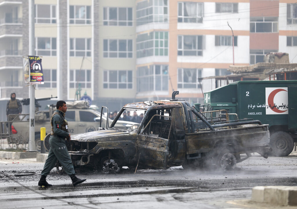 Large auto bomb kills 8 in Afghan capital