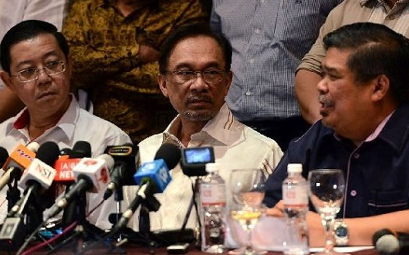Covid-19: Malaysian king declares state of emergency to fight virus