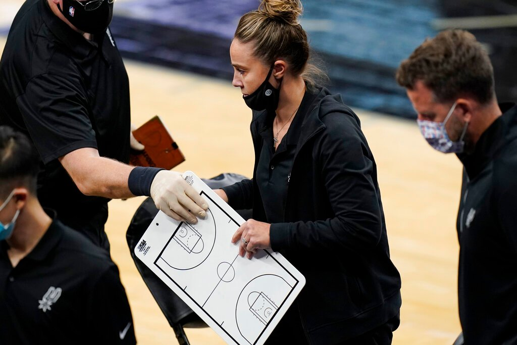 Lakers' LeBron James on Becky Hammon: 'It's a attractive thing'