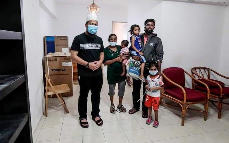 Kisah sedih keluarga tinggal dalam kereta dapat perhatian Ebit Lew | Free Malaysia Today