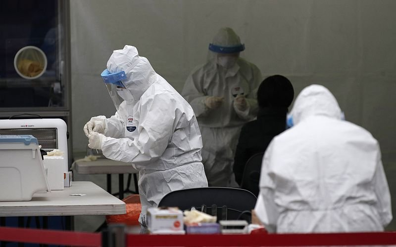 S.Korea reports 985 more COVID-19 cases, 53,533 in total