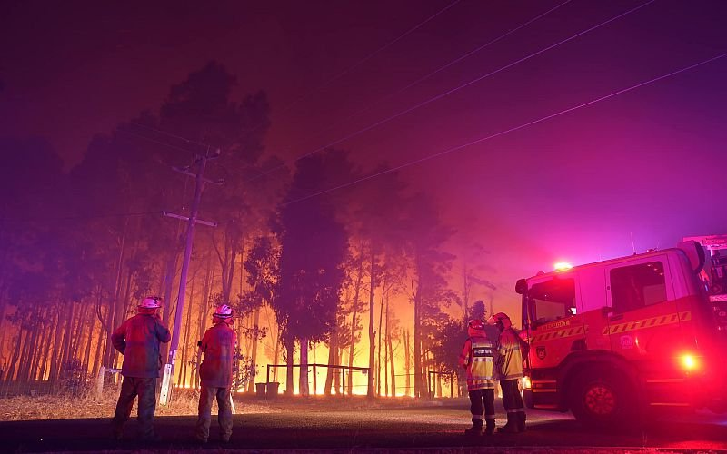 Dozens of homes destroyed in WA bushfire